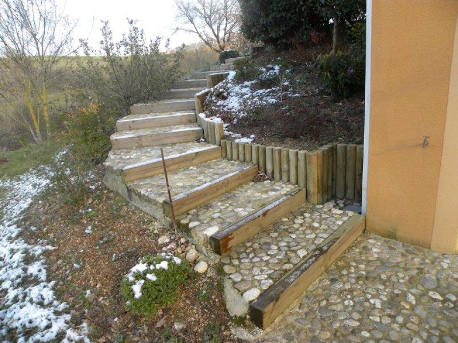 cr ation d 39 un escalier ext rieur les jardiniers du s gala. Black Bedroom Furniture Sets. Home Design Ideas